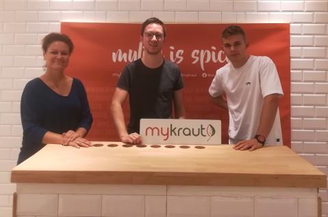 Kerstin Schmitt, Projektbeauftragte vom Stadtmarketing Bocholt und Jens Niehaus & Leon Wilmers von MyKraut v.l.n.r